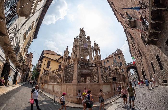 Centro Storico (Altstadt): Via Arche Scaligere / Via Santa Maria in Chiavica - Skaligergräber Verona