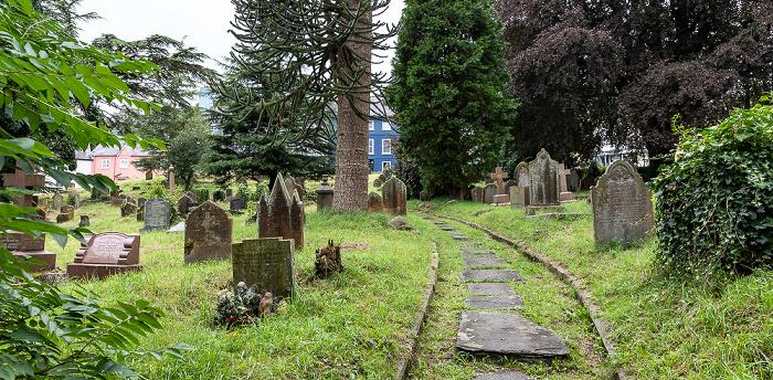Llandeilo Friedhof an der St Teilo's Church
