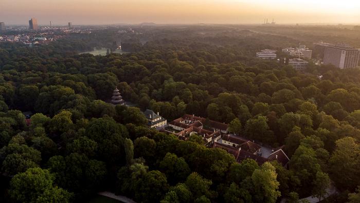 Englischer Garten: Chinesischer Turm, Restaurant am Chinesischen Turm, Verwaltung des Englischen Gartens München