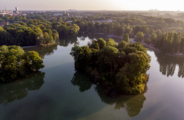 Englischer Garten: Kleinhesseloher See mit Kurfürsteninsel (links) und Königsinsel München