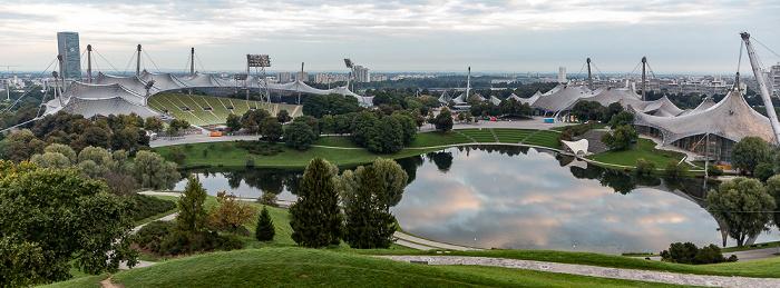 Blick vom Ollympiaberg: Olympiapark mit Olympiastadion, Olympiasee, Olympiahalle und Olympiaschwimmhalle München