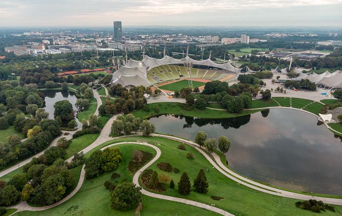 Olympiapark: Olympiasee,Olympiastadion und Coubertinplatz München