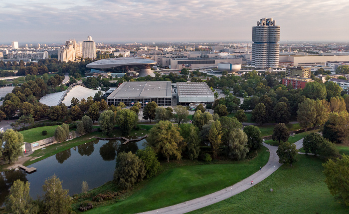 Olympiapark: Olympiasee, SoccaFive Arena und Olympia-Eissportzentrum München