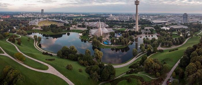 Olympiapark mit Olympiaberg, Olympiasee, Olympiastadion, Olympiahalle, Olympiaschwimmhalle, Olympisches Dorf und Olympiaturm München