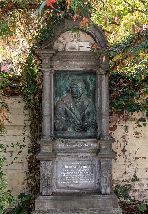München Bogenhausener Friedhof (Friedhof St. Georg): Grabmal von Johann von Lamont