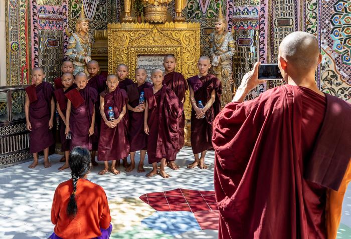 Mandalay Hill: Buddhistische Mönche