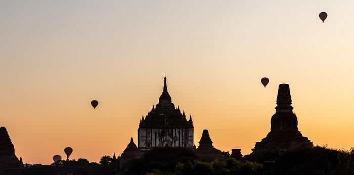 Bagan Heißluftballone, Thatbinnyu-Tempel (links), Pahto Tha Mya Pagode