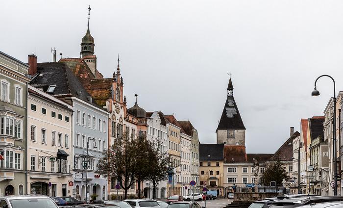 Braunau am Inn Stadtplatz Rathaus Stadttorturm
