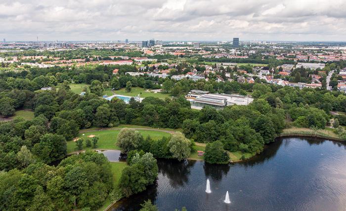 Neuperlach: Ostpark mit Ostpark-See und Michaelibad München