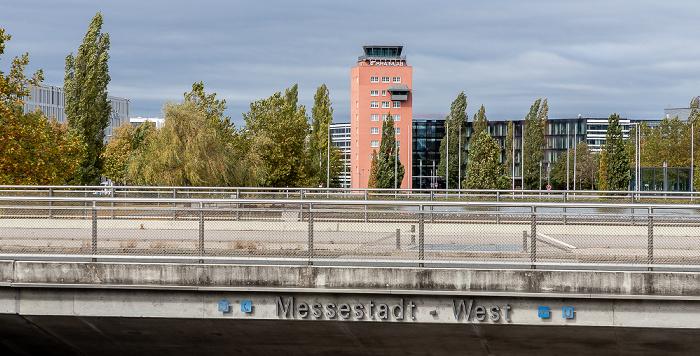 Messestadt Riem: Eingang zum U-Bahnhof Messestadt-West München