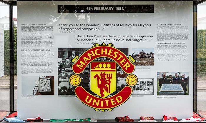 Manchesterplatz: Gedenkvitrine zum Absturz des British-European-Airways-Flug 609 am 6. Februar 1958 München