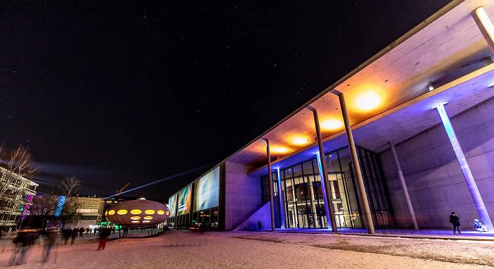 Lichtaktion Kunstareal: Futuro-Haus (von Matti Suuronen), Pinakothek der Moderne München